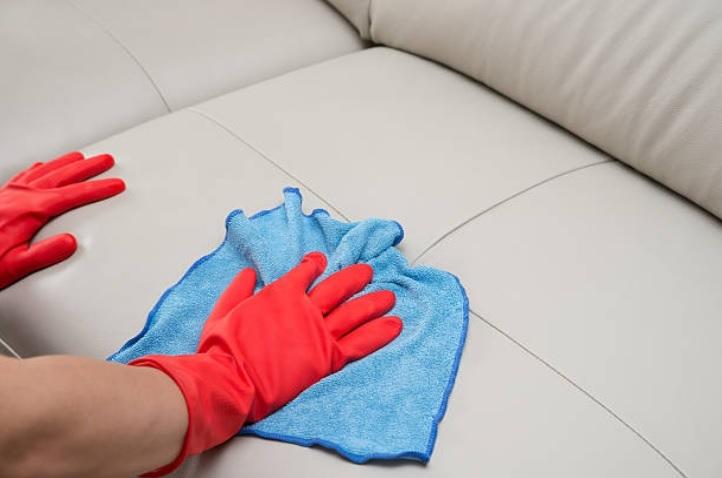 Cara membersihkan sofa dengan baking soda