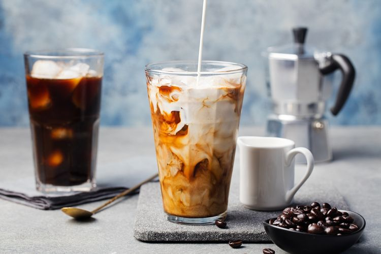 cara bikin es kopi susu ala cafe